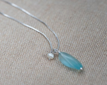 Vintage Seafoam Glass and Pearl Necklace, Silver Beach Wedding Necklace, Pearl and Silver Necklace