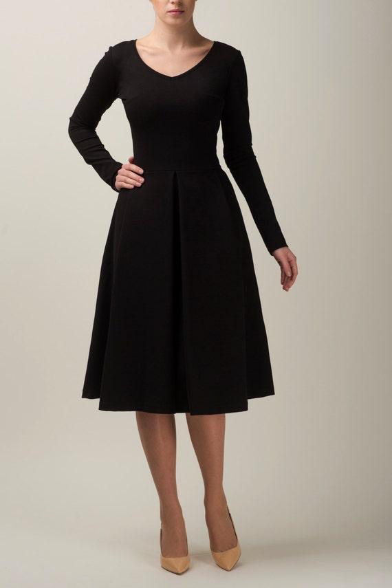 Ähnliche Artikel wie Wenig schwarzes Kleid, einfaches Kleid mit ...