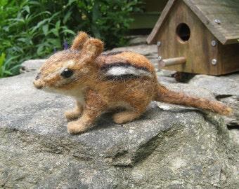Chippi das Streifenhörnchen, mit der Nadel gefilzt tierische Faser Kunst