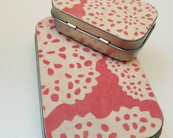 Large hinge tin and Medium hinge tin Duo. . . Pink and white . . .