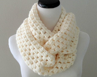 Knitting Scarf Patterns Infinity Scarf : Crochet pattern chunky infinity scarf