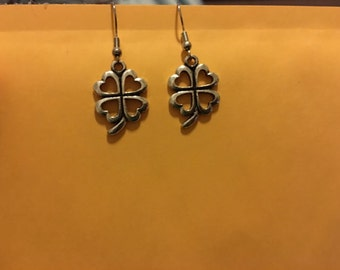 Four leaf clover earrings   D18