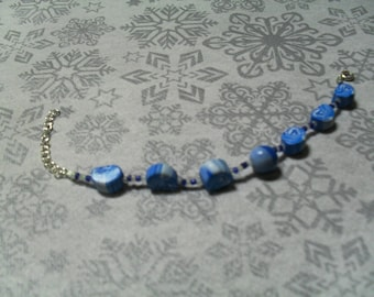 beautiful bracelet handmade, unique, stylish and original blue and white