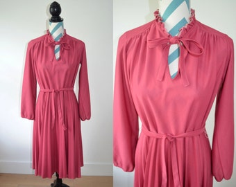 Vintage 1970s Long Sleeve Pleated Dress Pink Berry - Autumnal Fall Dress - With Belt - Medium