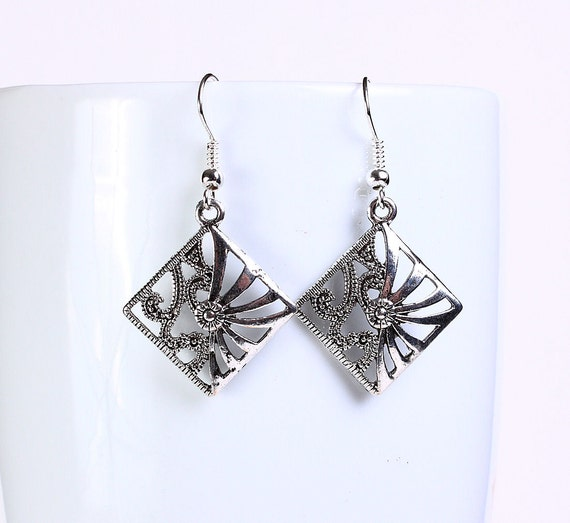 Antique silver tone square drop dangle earrings (561)