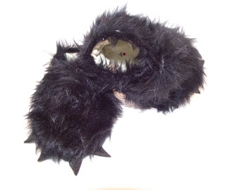 Faux fur black bear paw with felt claws baby booties shoes  -  Size US 2 for 3-6 Months