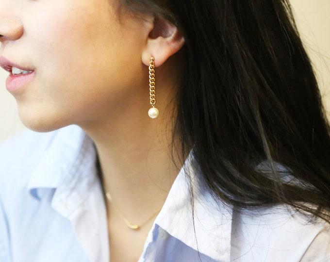 Pearl Drop Chain Earring // Pearl  Dangle Earring // Bridal earrings // Long curb chain stud earrings // June's birthstone: pearl