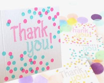 Carte de remerciement, confettis joyeux vif, typographie carte de voeux, pour tous les âges, avec grâce, lumineux, néon couleur Merci jeu de carte,