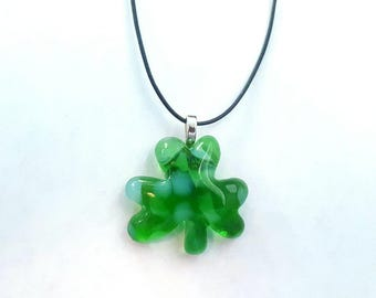 Recycled wine bottle shamrock pendant in green and frosted glass/Eco-friendly upcycled wine bottle necklace in green and white glass