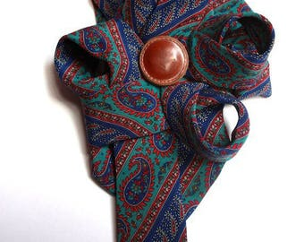large brooch in tie Manouch 'K' tie silk carry the Tablet for you!