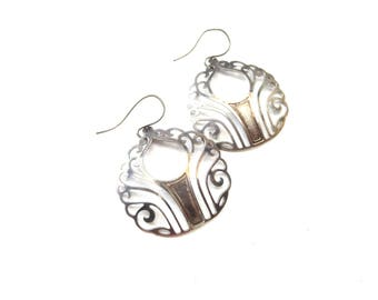 Pair of Lightweight Unmarked Sterling Silver Circular Shaped Scrolling Cutout Metal Vintage Pierced Dangle Earrings