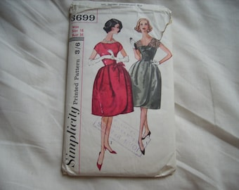 Vintage Simplicity sewing/dressmaking pattern, factory folded, bust size 36 inches