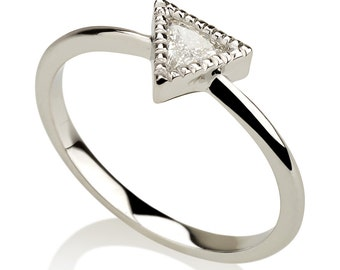 triangle ring, triangle diamond ring, solitaire ring, vintage ring, milgrain ring, trendy ring, engagement ring, diamond ring, trillion ring