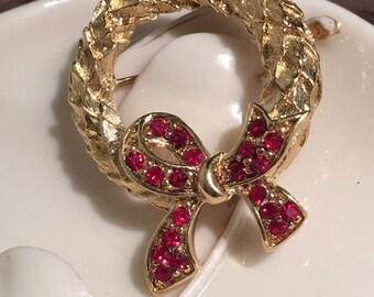 Trifari wreath gold tone brooch .