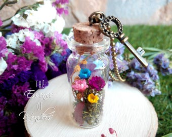 Terrarium necklace, glass vial necklace, dried flowers pendant, daisy pendant, vintage necklace, botanical necklace, glass bottle pendant