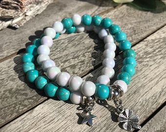 Set of 2 bracelets in the color turquoise and pearl with charm