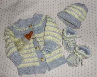 Bra with matching booties and hat set