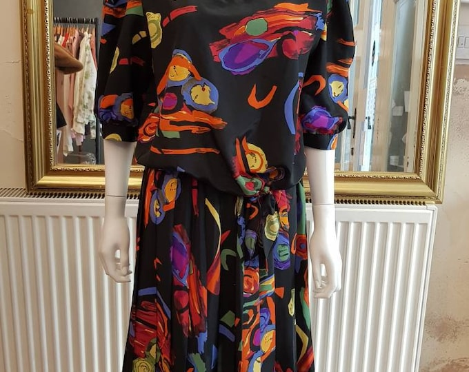 Vibrant late 80s vintage 1980s Abstract Print Dress padded shoulders M