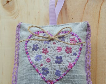 bag of lavender in grey canvas with a heart and a pink lace, to hang on