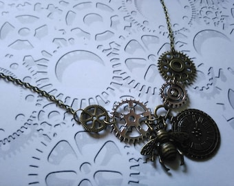 Necklace bronze and silver gears and bee clock Steampunk Gothic vintage style wheel gear steampunk gears