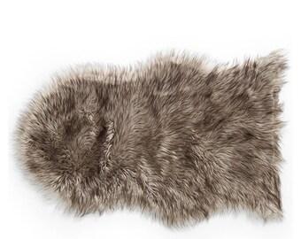 Brown faux fur mat