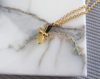 Small Gold Bee Necklace, Bee Necklace, Delicate Bee Necklace Jewelry, Christmas Gift for Her, Bumble Nee charm necklace, Stocking Stuffer