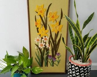 Vintage Daffodil Floral Crewel / Vintage Crewel / Flower / Vintage Flower / Vintage Decor / Bohemian