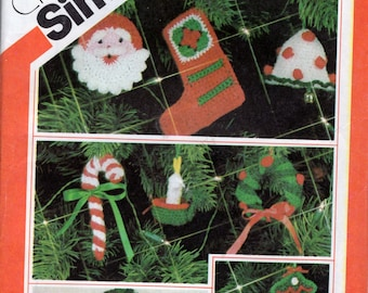 Sewing Pattern for Crochet Santa Mrs Claus Dolls, Ornaments, Wreath And Pillow Simplicity 5636 G