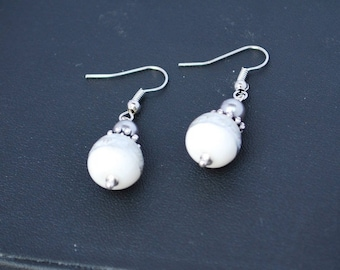 Dangle earrings with White Pearl and silver.