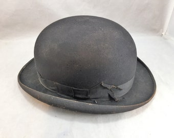 Vintage Bowler or Derby Style Hat by Palmer, 5th Avenue New York  Size Small Black Felt   02011