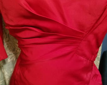 Vintage 1950s Marilyn Monroe red dress fitted in all the right places