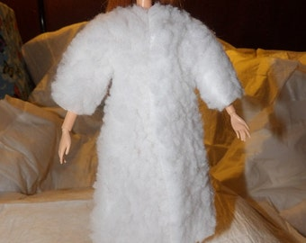 White faux fur long coat for Fashion Dolls - ed1008