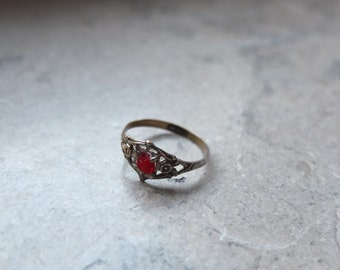RED STONE vintage RING / small