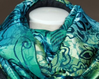 Infinity Scarf. Scarf. Fashion scarf. Blue scarf. Green scarf. Mothers day gift. Neck wrap. Wrap scarf.
