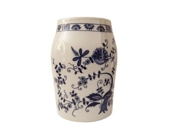 Blue and White Vase, Blue Onion Pattern