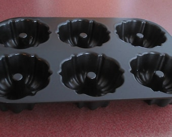 Nordic Ware Bundt Pan Fluted 6 cup mini cake muffins black heavy metal baking mold bunt EXCELLENT COND nordicware Coated Solid Cast Aluminum