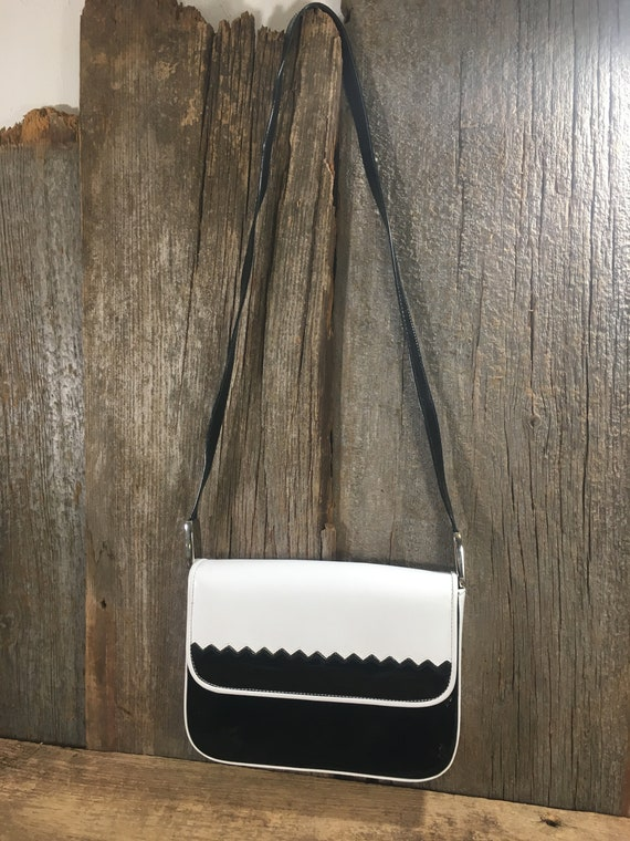 Vintage Stuart Weitzman  purse, classy black and white vintage leather purse, Stuart Weitzman, vintage handbag, elegant vintage purse