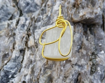 Raw selenite healing crystal pendant, gold wire, wire wrapped. Healing jewelry, protective jewelry,  selenite crystal, reiki charged