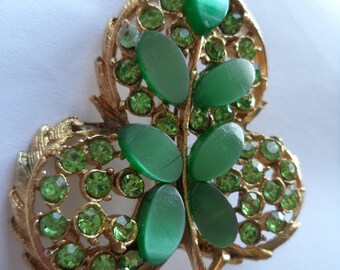 Fabulous Unsigned Goldtone/Green Lucite Twisted Leaf Brooch/Pin  Very Pretty