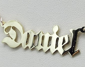old english  name plate . 14k gols .  solid gold  chain.