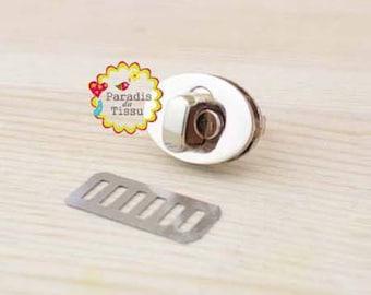 1 clasp twist 24x17mm for interlocking oval antique gold metal clutch bag