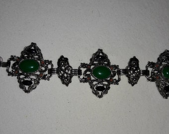 Green Cabochon With Black and Coral Accents Vintage Silver Plated Link Bracelet