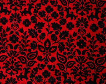 Red & Black Folk Floral Cotton Canvas Fabric - 1.83 Yards x 37 Inches - 1960s Yardage - Acorn Nuts Leaves Flowers Leaf Wreath - 49833