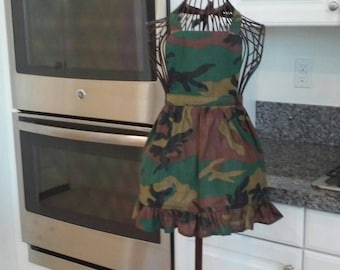 Girls camouflage apron