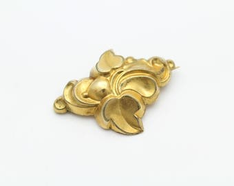 Antique Victorian Swirl Leaf Brooch in Gold Filled. [11314]