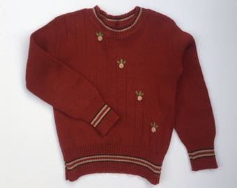 Lovely Vintage 60's 100% wool sweater with floral embroidery