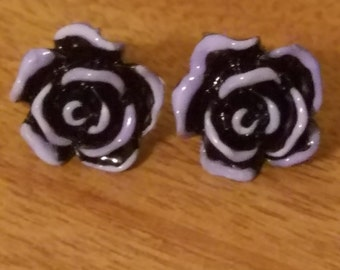 Earrings: PAINT The ROSES GOTH Black and White Stud Earrings