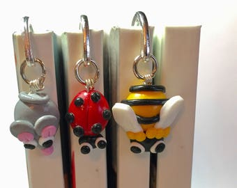 1 bookmark little bug in your choice. A ladybug, bee or a mouse.