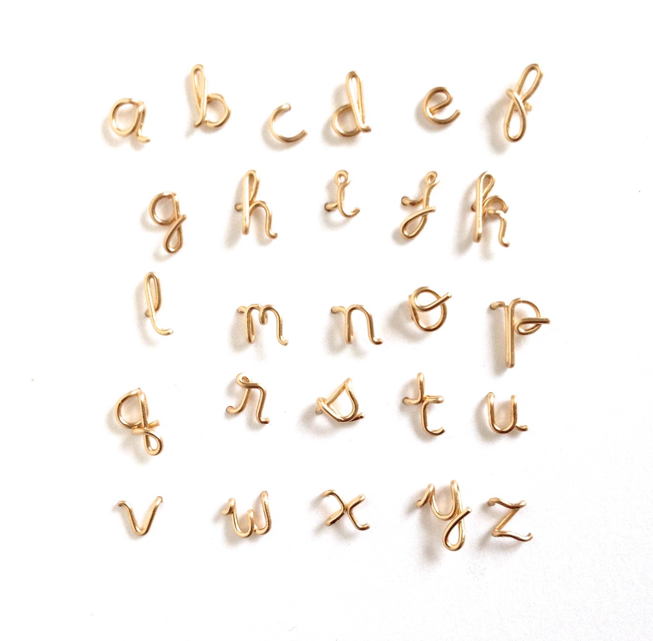 Einzel Gold erste Ohrstecker. Kleinbuchstaben gold Buchstaben