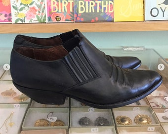 Vintage 80s Black leather ankle booties  Size 7 1/2 (may fit size 7 ) by Guess By Georges Marciano Made in Spain